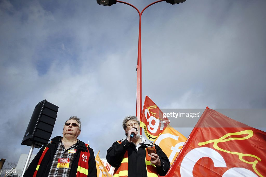 French Yvon Scornet (R), unions' spokeman of the Petroplus oil refinery, gives a speech during a protest outside the Petroplus oil refinery, on February 5, 2013 in Petit-Couronne, northwestern France. A French court ordered last October the liquidation of Petit-Couronne oil refinery despite two offers for the site that employs 470 people. Investors have until this evening to make bids for the business, and the Minister for Industrial Regeneration Arnaud Montebourg said on RTL radio early in the day that the government expected several offers. AFP PHOTO / CHARLY TRIBALLEAU