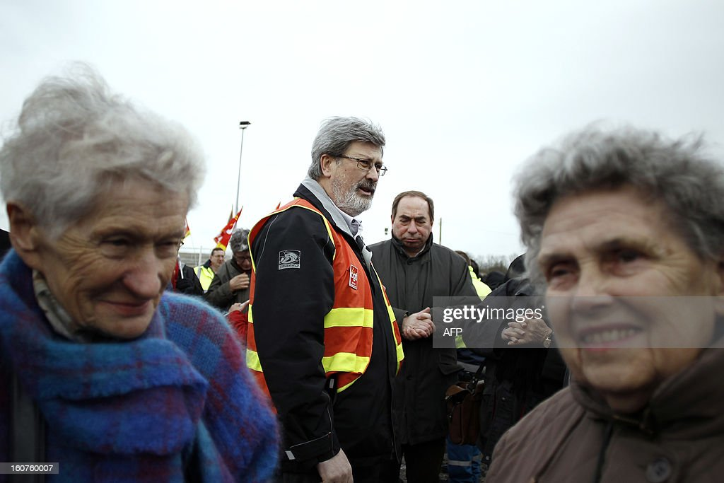 French Yvon Scornet (C), unions' spokeman of the Petroplus oil refinery, talks with Petroplus oil refinery workers during a protest outside the Petroplus oil refinery, on February 5, 2013 in Petit-Couronne, northwestern France. A French court ordered last October the liquidation of Petit-Couronne oil refinery despite two offers for the site that employs 470 people. Investors have until this evening to make bids for the business, and the Minister for Industrial Regeneration Arnaud Montebourg said on RTL radio early in the day that the government expected several offers.