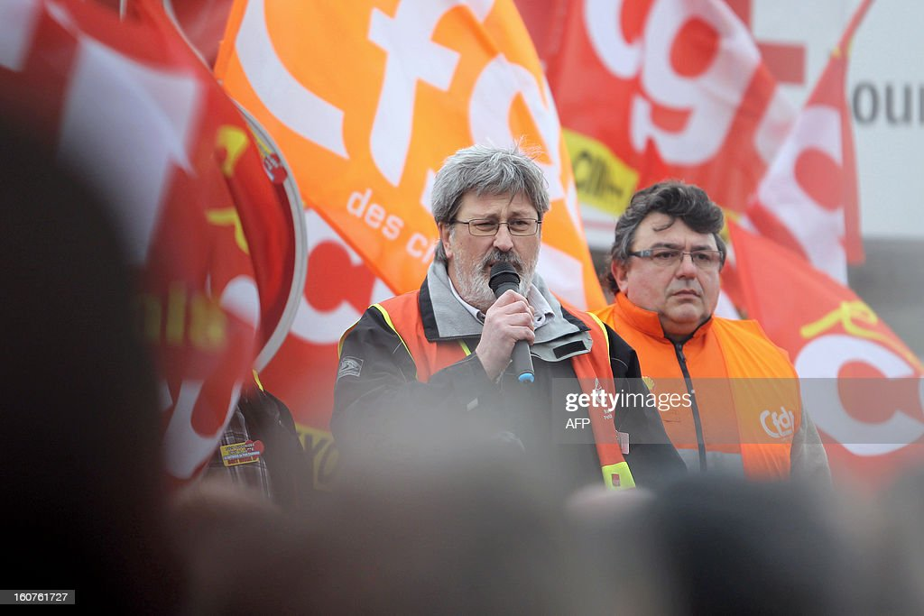 French Yvon Scornet (C), unions' spokeman of the Petroplus oil refinery, talks to workers outside the Petroplus oil refinery, on February 5, 2013 in Petit-Couronne, northwestern France. A French court ordered last October the liquidation of Petit-Couronne oil refinery despite two offers for the site that employs 470 people. Investors have until this evening to make bids for the business, and the Minister for Industrial Regeneration Arnaud Montebourg said on RTL radio early in the day that the government expected several offers.
