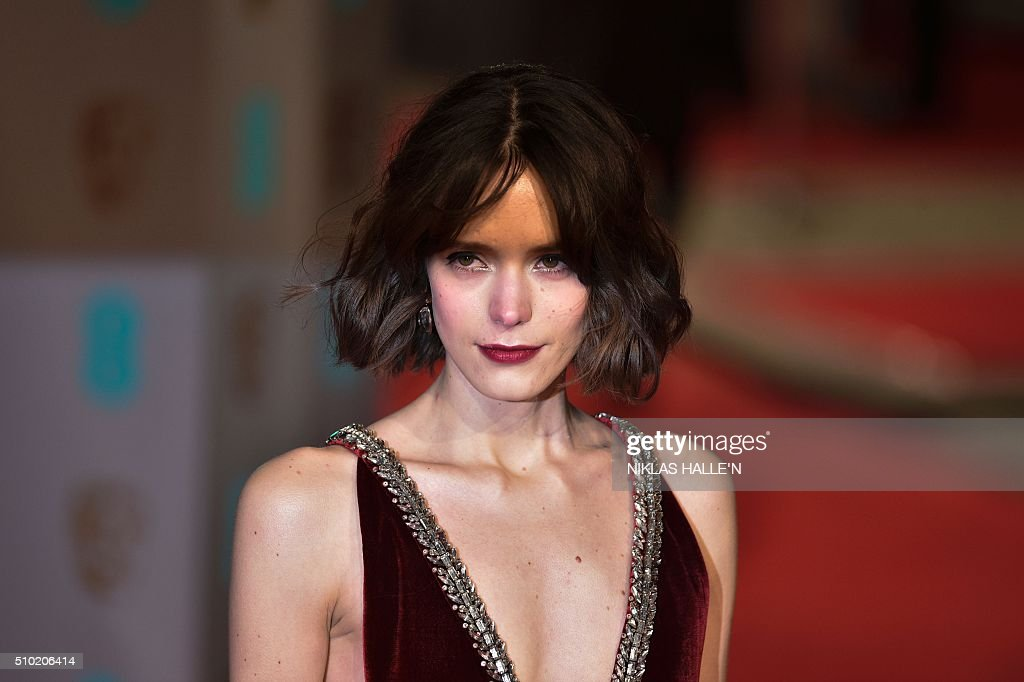 French-British actress Stacy Martin poses on arrival for the BAFTA British Academy Film Awards at the Royal Opera House in London on February 14, 2016. AFP / NIKLAS HALLE'N / AFP / NIKLAS HALLE'N