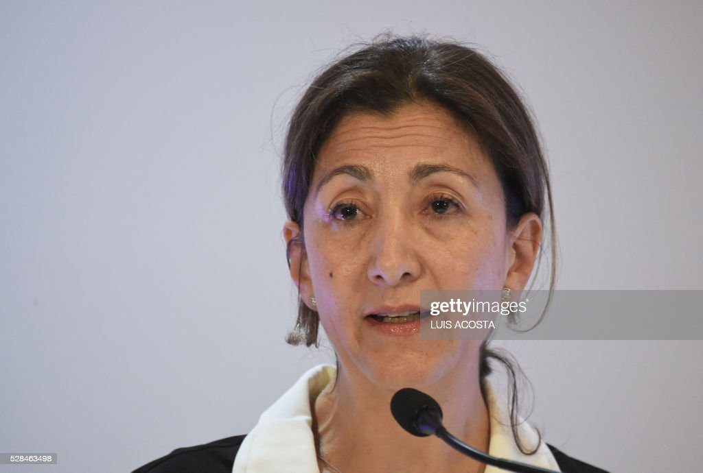 French-Colombian politician and former hostage Ingrid Betancourt speaks during the forum 'The Reconciliation, more than Magic Realism' in Bogota on April 5, 2016. / AFP / LUIS