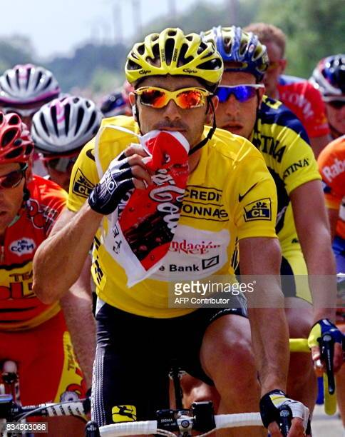 Frenchman Laurent Jalabert opens a bag of food as he chases the breakaway riders with the pack during the 6th stage of the 87th Tour de France...
