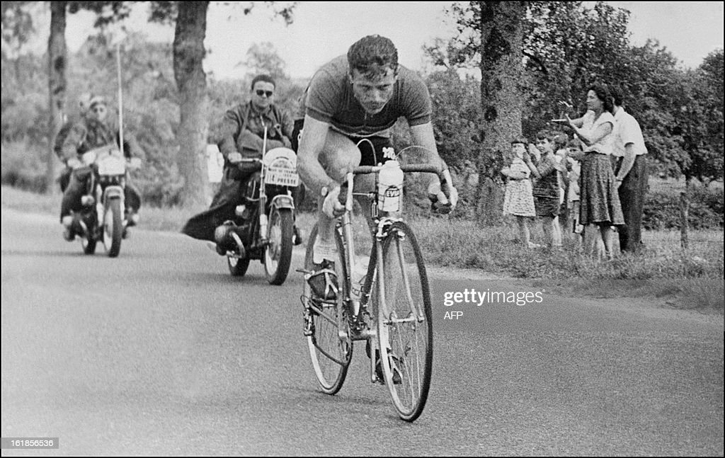 Photos et histoires du passé - Page 2 Frenchman-pierre-beuffeuil-rides-during-the-20th-stage-of-the-tour-de-picture-id161856536