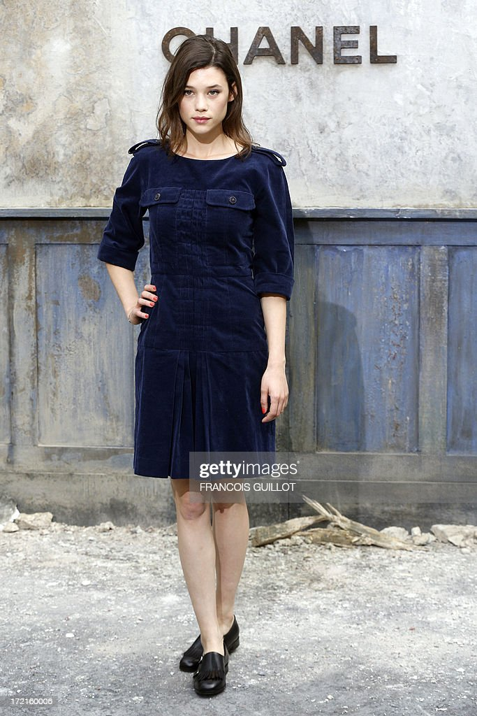 French-Spanish actress Astrid Berges-Frisbey poses during a photocall prior to the Chanel Haute Couture Fall-Winter 2013/2014 collection shows, on July 2, 2013 at the Grand Palais in Paris. AFP PHOTO/FRANCOIS GUILLOT