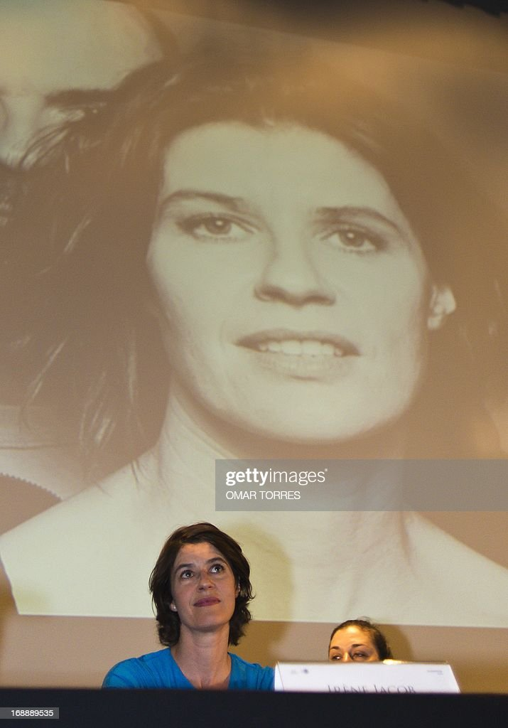French-Swiss actress and singer Irene Jacob smiles speaks during a press conference in Mexico city on May 16, 2013. Jacob, who is known for her role in the film 'The Double Life of Veronique' will perform a concert with her brother Francis in Mexico on Friday 17. AFP PHOTO/OMAR TORRES