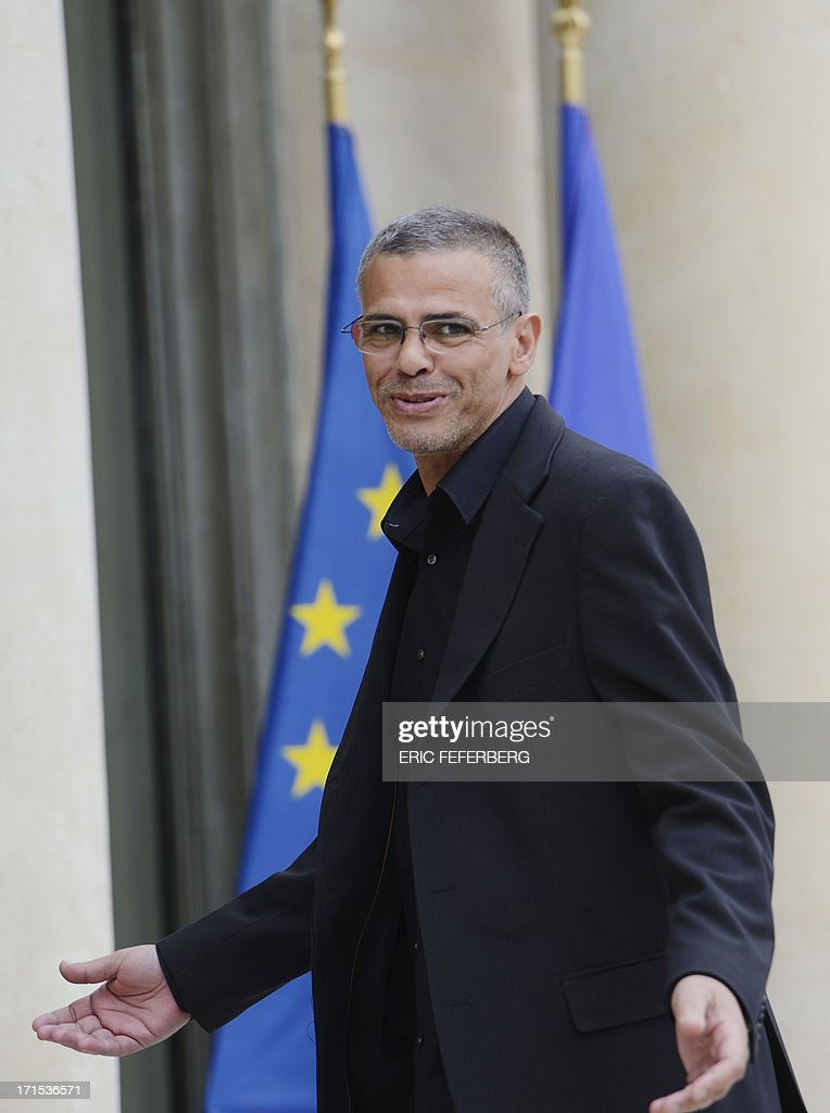 French-Tunisian Director Abdellatif Kechiche gestures on June 26, 2013 as he arrives at the Elysee palace in Paris for a lunch with the French President and the winners of the Palme d'Or at the Cannes Film Festival 2013. AFP PHOTO / ERIC FEFERBERG
