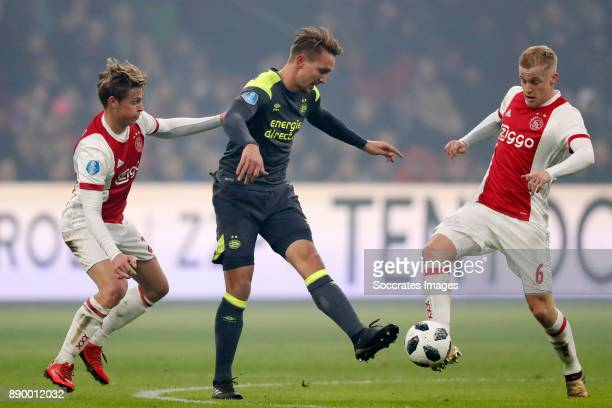 Frenkie de Jong of Ajax Luuk de Jong of PSV Donny van de Beek of Ajax during the Dutch Eredivisie match between Ajax v PSV at the Johan Cruijff Arena...
