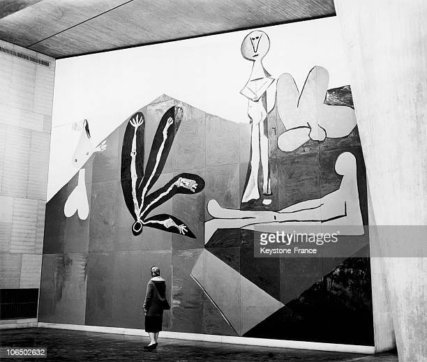 Fresco Of Picasso Decorating The New Unesco Building In Paris In November 1958 Keystone Agency Has Not Obtained Authorization From The Rightful...