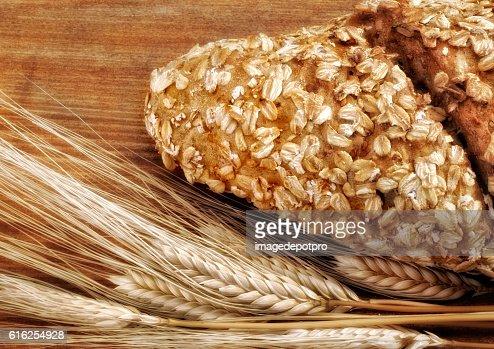 Pan recién horneado y trigo  : Foto de stock