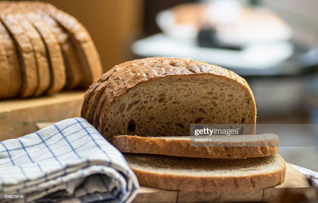 Fresh brown bread : Bildbanksbilder