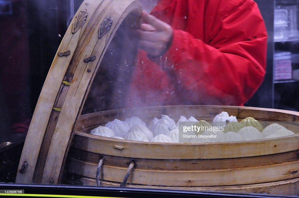 Fresh chinese dumplings : Stock Photo