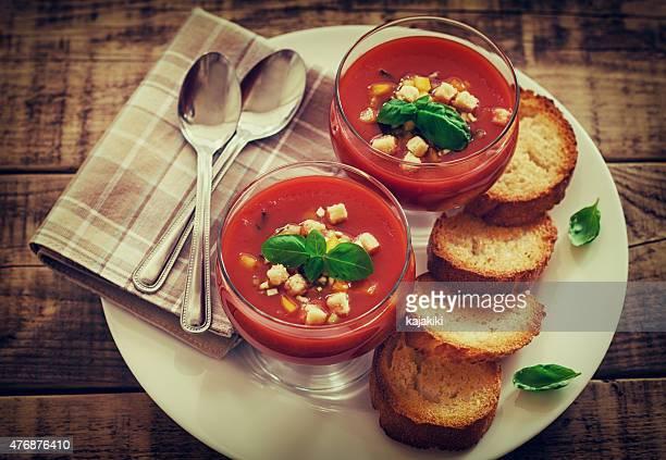 新鮮な冷たいガスパッチョなどのスープ