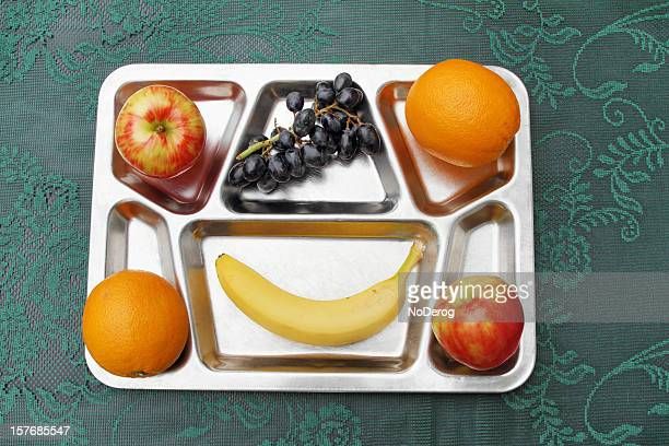 Frisches Obst auf Metall Abendessen/Tee-Sortiment
