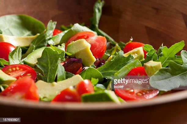 Frischer Salat mit Avocado