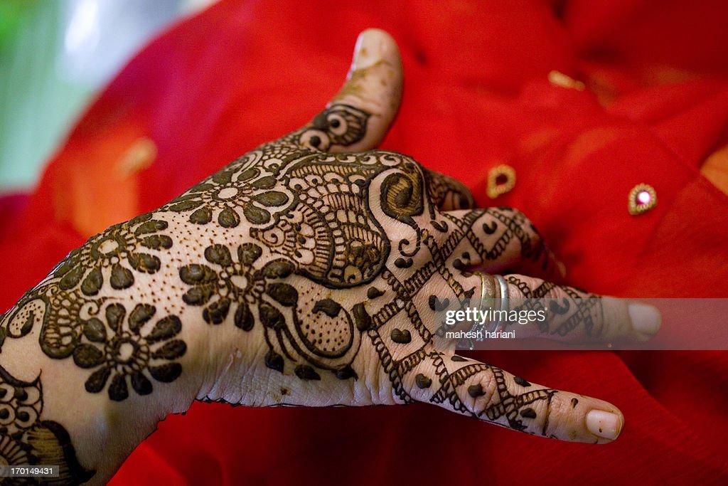 fresh henna on hands,weddings in india : Stock Photo
