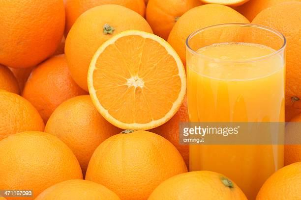 Des jus de fruits frais et orange