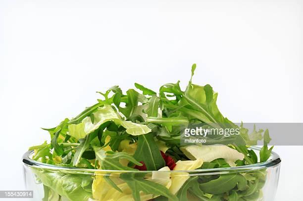 Salade de feuilles fraîches dans un bol