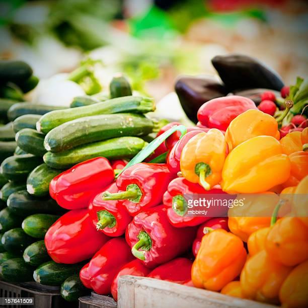 Frische paprikas und zucchinis