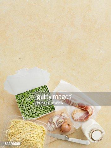Fresh pasta, peas, bacon and onion