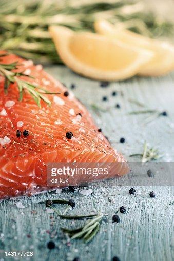 Fresh salmon : Bildbanksbilder