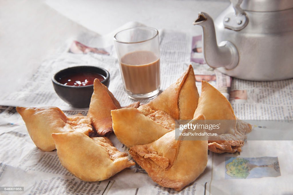 Fresh samosas with ketchup and hot chai ready for breakfast : Stock Photo
