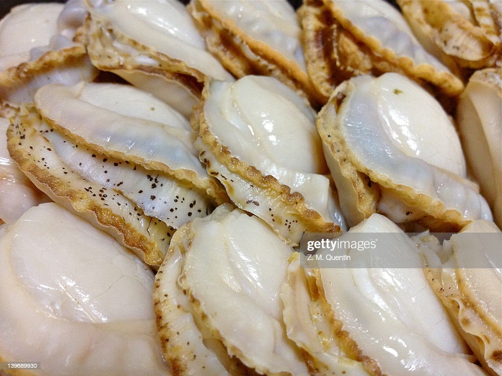 Fresh, sushi grade scallops ready to eat : Stock Photo