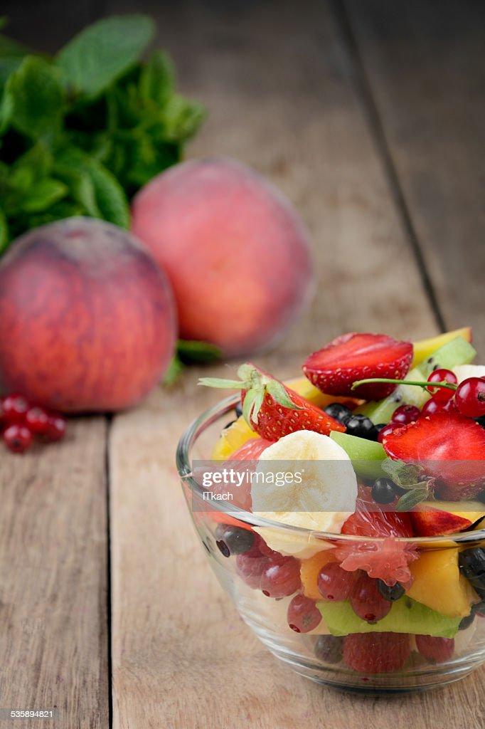 Fresh tasty fruit salad : Bildbanksbilder