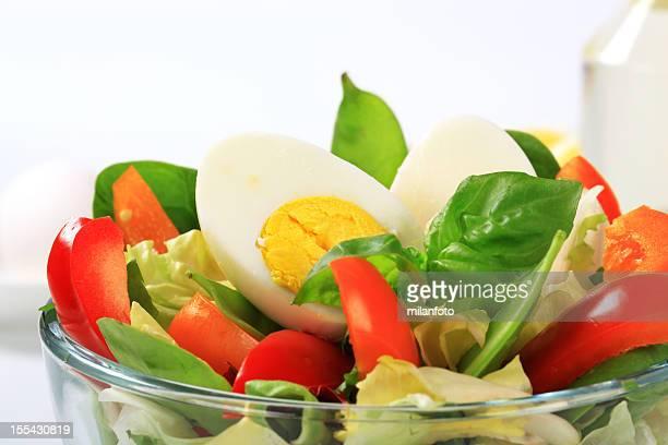 Salade de légumes frais avec Oeuf hardboiled