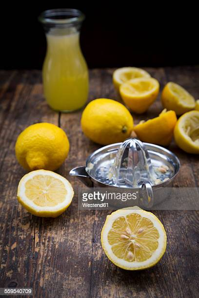Freshly squeezed lemon juice, lemon squeezer