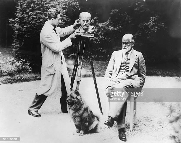 Freud Sigmund Wissenschaftler Psychoanalytiker Österreich mit dem Bildhauer Oscar Nemon 1930