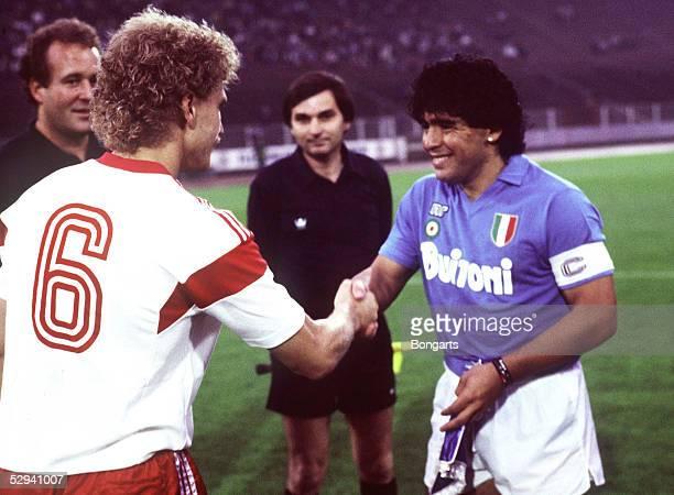 Freundschaftsspiel 1987 Hamburg Hamburger SV SSC Neapel Thomas VON HEESEN/HSV Diego MARADONA/Neapel