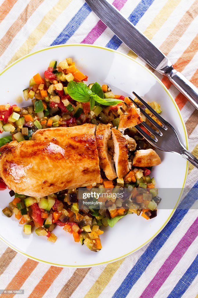 Fried chicken breast with sauteed vegetables : Stock Photo