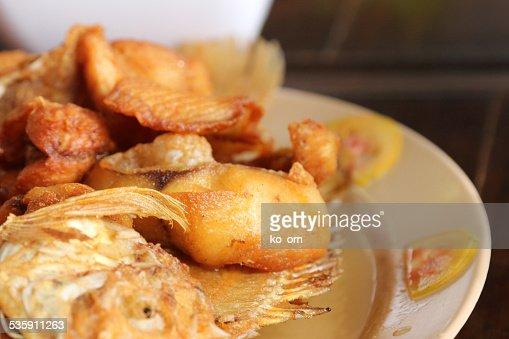 Peixe frito com peixes Sauc. : Foto de stock