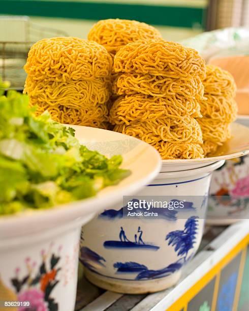 Fried noodle bowls