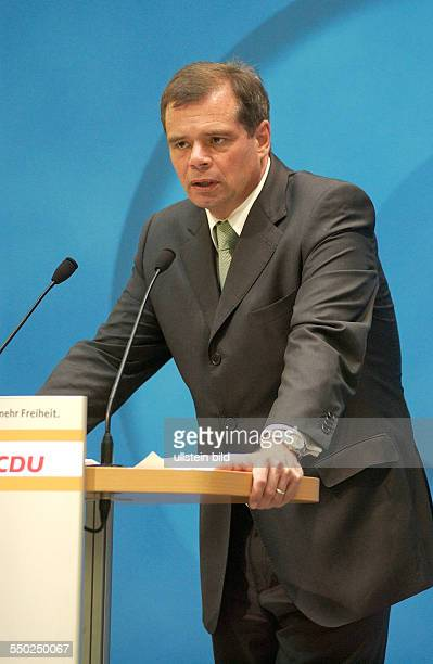 Friedbert Pflüger während einer Pressekonferenz anlässlich der Landtagswahlen in Berlin und MecklenburgVorpommern im Berliner KonradAdenauerHaus