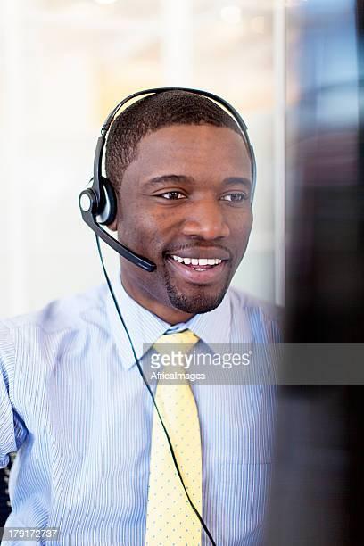 Africano operatore di Call Center.