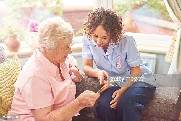 Infirmière amicale Visite à domicile