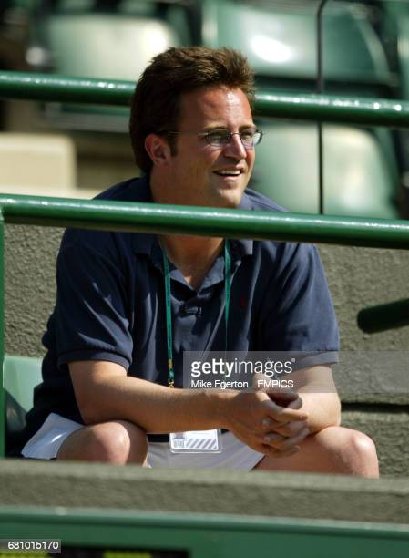 Friend's actor Matthew Perry watches Jennifer Capriati's match against Myriam Casanova from the family enclosure