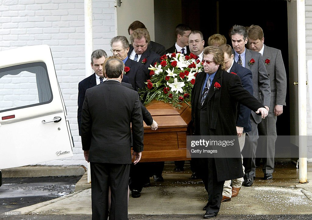 Friends and family carry the casket of country music singer Johnny Paycheck February 25, 2003 at PayCheck's funeral in Nashville, Tennessee.