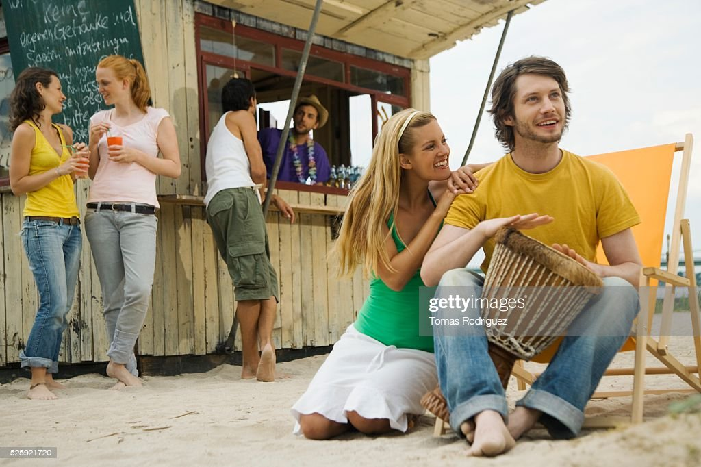 Friends at a Beach Bar : Stockfoto