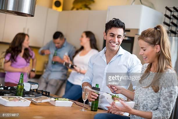 Freunde bei einer dinner-party