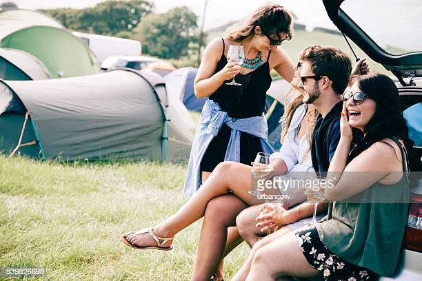 Amis à un festival