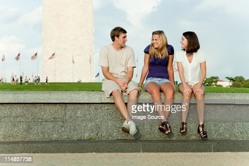 Friends at washington monument : Stock Photo