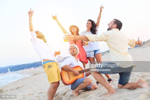 ビーチでご友人とご一緒にお祝いなさいませんか?