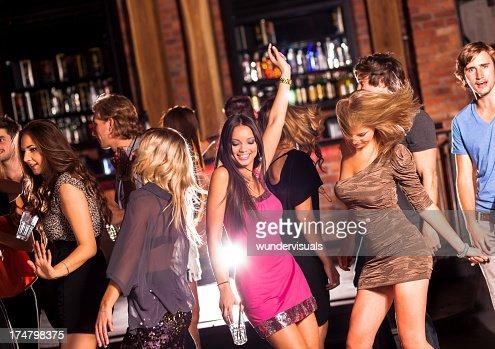ご友人とのパーティでダンス