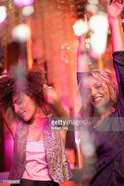 Amigos, dançar na discoteca