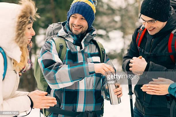 ご友人とご一緒にティーを飲みながらのハイキング。
