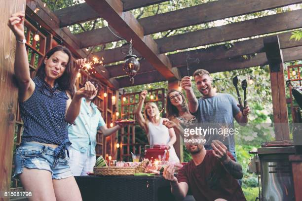 Freunde an einem Sommertag