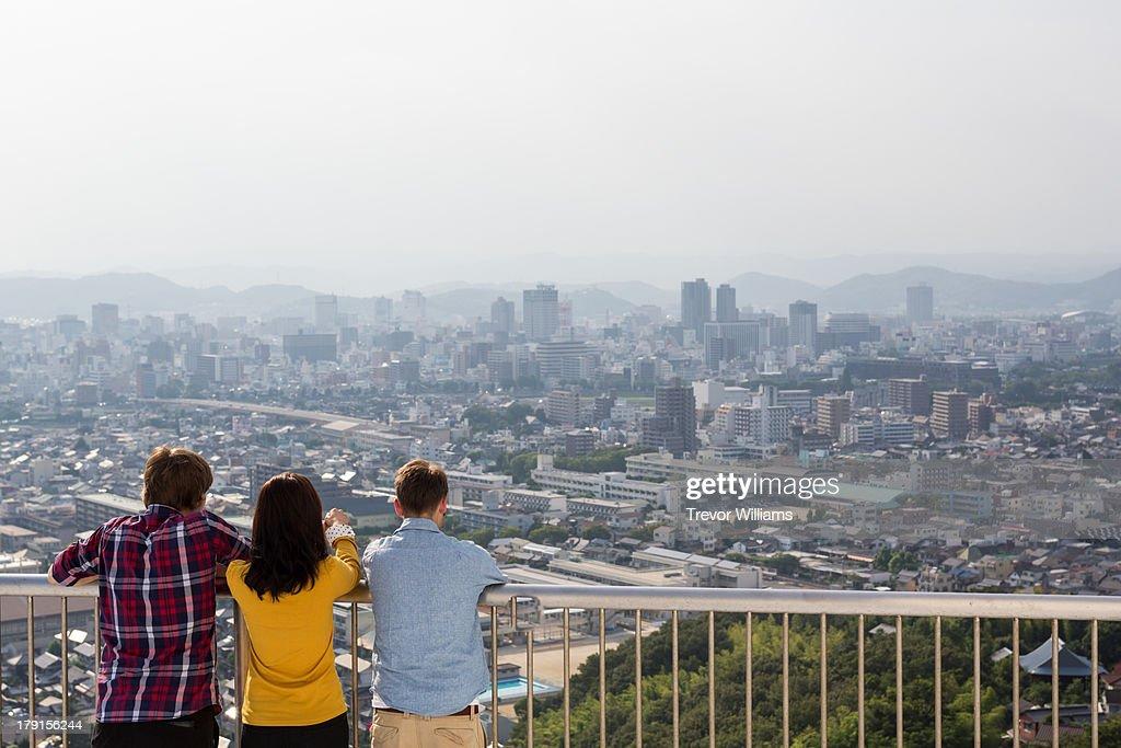 3 friends enjoying a city view