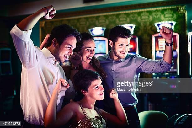 Amici, gioco d'azzardo a slot machine